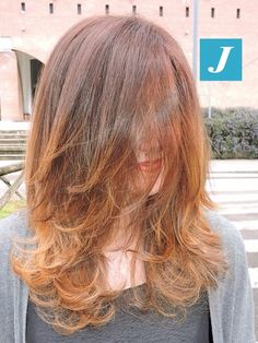 Spotted in salone! Copper and gold shades by Degrade Joelle. #cdj #degradejoelle #tagliopuntearia #degradé #welovecdj #igers #naturalshades #hair #hairstyle #haircolour #haircut #fashion #longhair #style #hairfashion