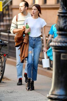51 Winter Stylish Staples To Warm The Cold Transitional Time Outfit Outfit Celebrity Style Casual, Casual Chic Style, Alexa Chung Street Style, Alexa Chung It, Chica Cool, Look Fashion, Womens Fashion, Winter Stil, Winter Tops