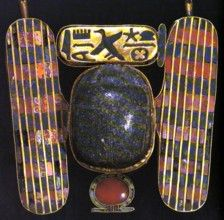 Tanis Grab Psussenes A second pectoral of this type is similar to that described… Ancient Egypt Civilization, Kemet Egypt, Egypt Jewelry, Ancient Egyptian Jewelry, Gray Granite, Gold Wire, Ancient History, Lapis Lazuli, Archaeology