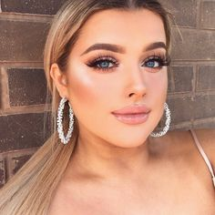 """19.7k Likes, 36 Comments - Morphe Brushes (@morphebrushes) on Instagram: """"Our little sunflower @rachleary looking beautiful and bright-eyed thanks to the 25B palette.…"""""""