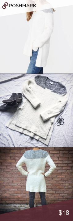 EUC Lou & Grey color blocked boucle tunic sz XS Lou & Grey creamy white / grey blocked cloud bucle tunic sweater, sz. XS.  Only worn a few times, EUC.  Hand washable, great sweater to wear with leggings. Lou & Grey Sweaters V-Necks