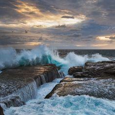 Just Creepy Dramatic Seascape Photos Of The Raging Ocean Under The Rain, Stormy Sea, Best Sunset, Water Photography, Cool Photos, Amazing Photos, Rage, Places To See, Creepy
