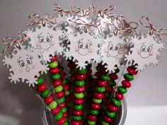 Great idea to sell these at a Holiday Craft Sale – Snowflake Skittle Sticks - Christmas Crafts Student Christmas Gifts, Christmas Craft Fair, Christmas Favors, Christmas Candy, Holiday Crafts, Holiday Fun, Christmas Holidays, Christmas Snacks, Holiday Themes