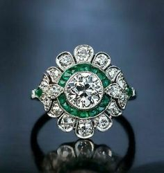 Vintage Jewelry Rutherford Art Deco diamond engagement ring with calibre emeralds. Art Deco Diamond and Emerald Scroll Diamond Art, Vintage Diamond, Vintage Rings, Vintage Art, Emerald Diamond, French Vintage, Art Deco Ring, Art Deco Jewelry, Women's Jewelry