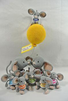 Het volgende ontwerp voor het boek Ballon Wensdieren is de muis met jonkies...  Het is een plaag in Nederland op dit moment, ook dit nest is vol leven....  PIEPER DE PIEP.... HOERA!!!