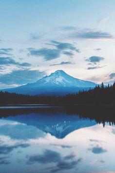visualechoess:    Trillium Lake Sunrise by: ILL GANDER