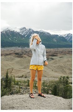 Camping Outfits For Women Summer, Summer Hiking Outfit, Womens Hiking Outfits, Sandals Outfit Summer, Outdoorsy Style, Mode Inspiration, Fashion Inspiration, Outdoor Fashion, Facon