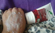 Gęsty, pachnący, odżywczy Dr Organic krem do rąk z olejkiem różanym