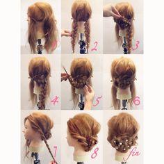 シニヨンアレンジ ? ①サイドの髪を耳上辺りで斜めにとり、おいておきます ②後ろの毛を二つに分けゴムでとめて三つ編みし、ほぐします ③.④片方に巻きつけてピンでとめます ⑤.⑥反対側も巻きつけてとめます ⑦、①で残しておいた毛をねじってほぐします ⑧両サイドねじった毛を後ろの毛に巻きつけてピンでとめます ☆パールピンなどつけて完成☆