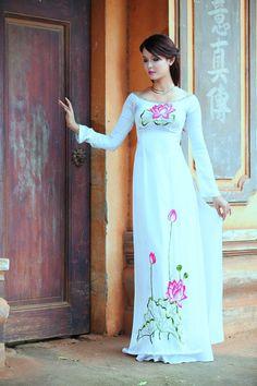 Hotgirl Quỳnh Như Jan đẹp tinh khôi với áo dài | Quỳnh Như Jan,bất ngờ,kín đáo,nền nã,áo dài,giấu nhẹm,đường cong,gợi cảm