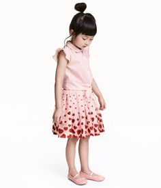 Light pink/hearts. Skirt in double layer tulle with a printed, glittery pattern and covered elastication at waist. Lined.