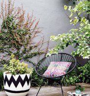 Un jardin couvert de carreaux ciments - Marie Claire Maison