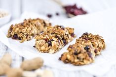 A wholesome homemade Fruit & Nuts Granola Bar recipe for a delicious snack or quick breakfast! Chocolate Chip Granola Bars, Homemade Chocolate Chips, Yummy Snacks, Healthy Snacks, Healthy Recipes, Protein Recipes, Protein Bars, Healthy Eating, Diet And Nutrition
