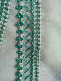 This Pin was discovered by HUZ Crochet Edging Patterns, Crochet Lace Edging, Crochet Borders, Crochet Stitches, Zig Zag Crochet, Filet Crochet, Knit Crochet, Needle Tatting, Needle Lace