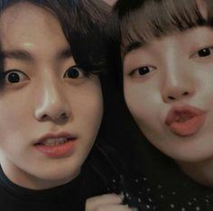 Jungkook Funny, Foto Jungkook, Aesthetic Indie, Couple Aesthetic, Kpop Couples, Cute Couples, Iphone Wallpaper Yellow, Dark Purple Aesthetic, Blackpink Memes