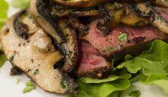 biefstuk met portabello sampioene South African Recipes, Portobello, Light Recipes, Meat Recipes, Stew, Food To Make, Roast, Pork, Yummy Food