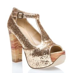 Oooh, shiny! They look comfy, too! From Shoedazzle...  The Danielle