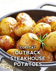 It's crazy how something so simple could result in something so utterly delicious, but that's exactly what Outback does with their baked potatoes to keep you coming back for more. With just two ingredients aside Copycat Recipes Outback, Copykat Recipes, Diet Recipes, Cooking Recipes, Healthy Recipes, Outback Steakhouse Recipes, Steak Recipes, Delicious Recipes, Chicken Recipes