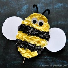 Bee For All has bumble bee crafts for kids to make. Easy honey bee crafts for preschoolers, kindergarten and adults. Spring Art Projects, Art Projects For Adults, Spring Crafts, Craft Stick Crafts, Preschool Crafts, Craft Sticks, Craft Ideas, Felt Crafts, Craft Projects