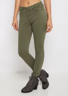 You're never going to want to take this jegging off! It's made of a buttery-soft brushed twill that moves with you like a second skin. Sits on waist. Super fitted through leg.