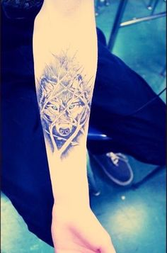 Cool Abstract Wolfs Tattoo for women 456