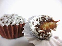 Brigadeiro Prestígio, Mais uma receitinha irresistível de brigadeiro gourmet: Prestígio!!Quem gosta de coco e chocolate vai adorar esse doce!