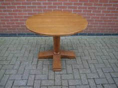 MRPT5 Round Pedestal Table  http://www.cityfurnitureclearance.co.uk/productpage.php?product=6775&name=MRPT5+Pedestal+Table.+Top+90cm+Diameter