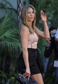 "Jennifer Aniston Photos - Jennifer Aniston shows off her toned body in a skimpy dress as she leaves the ""Daily Show with Jon Stewart"" to promote her film ""The Switch. - Jennifer Aniston Leaves 'The Daily Show' Jennifer Aniston Style, Jennifer Aniston Pictures, Jennifer Lopez Photos, Philip Johnson, Graduate School, Style International, Jeniffer Aniston, John Aniston, Beauty"