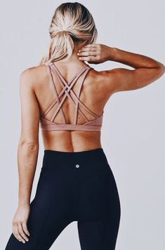 nude criss-crossed back sports bra + black lululemon leggings l sporty chic acti. - nude criss-crossed back sports bra + black lululemon leggings l sporty chic activewear Source by ezraweber - Legging Outfits, Yoga Outfits, Fitness Outfits, Athleisure Outfits, Fitness Fashion, Sport Outfits, Yoga Fashion, Style Fashion, Sports Bra Outfit
