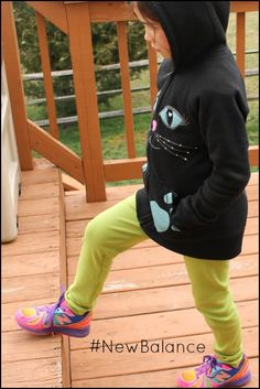 http://lookwhatmomfound.com/2013/03/new-balance-rainbow-shoes-giveaway.html