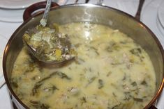 Τώρα που πλησιάζει το Πάσχα έρχεται η ώρα της Μαγειρίτσας. Είναι από τις πολύ εύκολες σούπες που τις αγαπάμε πολύ στο σπίτι. Το μυστικό με τη Μαγειρίτσα είναι να την κάνετε παραδοσιακά. Δηλαδή να τ...