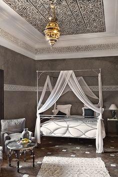 ゝ。Canopy Bed