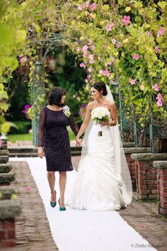 Abito perfetto? Come trovarlo in armonia:) http://matrimonioinvilla.wordpress.com/2013/08/01/labito-perfetto-dal-sogno-allaltare/