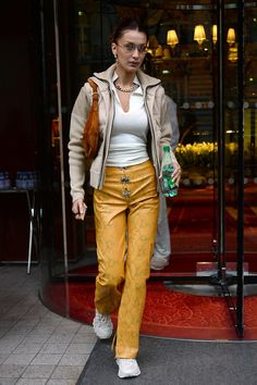 Bella Hadid in White Top With Jacket and Yellow Pant During Stepped Out in Paris – Bella Hadid Outfits, Bella Hadid Style, Nyc Girl, Yellow Pants, Models Off Duty, Celebs, Celebrities, Paris, Celebrity Style