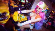 Jessica Nigri - Arcade Miss Fortune Cosplay - League of Legends