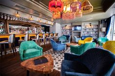 Whether you're looking for a grungy dive bar or a swanky hotel lobby, there's something for everyone on our list of the best bars in Cape Town. Budget Book, Budget Meals, After Work Drinks, Gin Bar, Rooftop Bar, Hotel Lobby, Cape Town, Craft Beer, Tapas
