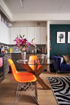 400-Square-Foot Colorful Brooklyn Studio Apartment | Apartment Therapy Studio Apartment, Apartment Design, Apartment Living, Apartment Therapy, Apartment Ideas, Small Apartments, Small Spaces, Studio Living, Living Room