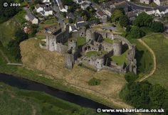 aerial view of Kidwelly Castle Wales Welsh Castles, Castles In Wales, Ancient Buildings, Ancient Architecture, Chateau Medieval, England And Scotland, Days Of The Year, Fortification, Mosques