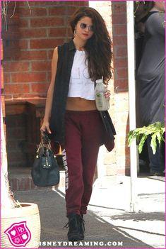 Selena Gomez Dance rehearsal Red Sweats Bag Black cut off vest White Tee Glasses Way cool Hip Hop Outfits, Dance Outfits, Cute Outfits, Dancing Outfit, Concert Outfits, Sporty Outfits, Selena Gomez Outfits, Selena Gomez Style, Hip Hop Fashion
