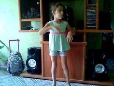 Larissa dançando O Bonde Passoouu