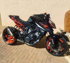 No photo description available. Duke Motorcycle, Duke Bike, Street Fighter Motorcycle, Futuristic Motorcycle, Ktm Duke, Moto Ktm, Moto Bike, Motos Honda, Honda Grom
