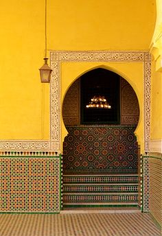 Marocco Yellow wall with traditional arc, Morocco, Meknes. Tomb of Moulay Ismail. Dettagli