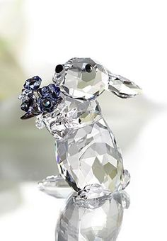 Swarovski Rabbit with ForgetMeNot Figurine >>> Visit the image link more details. (This is an affiliate link and I receive a commission for the sales) Glass Figurines, Collectible Figurines, Swarovski Crystal Figurines, Swarovski Crystals, Crystal Design, Glass Animals, Crystal Collection, Ideias Fashion, Glass Art