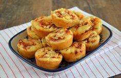 Een lekker recept voor hartige mini pizza muffins. Ideale hartige muffins om te serveren bij een verjaardag of een high tea. Ook te maken als grote muffins.