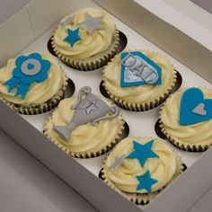 CupcakeMegs - Cupcakes > Father's Day Box Treat Dad this Father's Day with our limited edition cupcake box. Fathers Day Cupcakes, Cupcakes For Men, Fathers Day Cake, Holiday Cupcakes, Custom Cupcakes, Fathers Day Crafts, Fun Cupcakes, Cupcake Cakes, Birthday Party Snacks