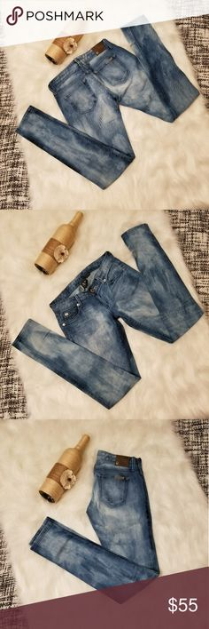 🌻🌺🌻LIKE NEW ARMANI EXCHANGE JEANS!! LIKE NEW ARMANI EXCHANGE JEANS!! Size 0P zero petite. No flaws. Light wash jeans. Has metal engraved plate on the back pocket. Retail over $140! Posh Ambassador, buy with confidence! Check out my other items to bundle and save on shipping! Offers accepted. I ship same or next day!   Inventory #PA2 Armani Exchange Jeans