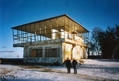"""Ulrich Müther (1934-2007) and me in front of the Restaurant """"Inselparadies"""" in Baabe, 2003"""