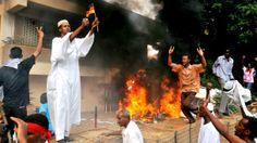 Manifestantes invadem embaixada da Alemanha no Sudão   Dezenas de manifestantes invadiram nesta sexta-feira a embaixada alemã no Sudão, na zona central de Cartum, após escalar o muro que cerca o edifício, conforme relataram testemunhas à agência Efe. Os manifestantes atearam fogo do lado de fora da embaixada. http://mmanchete.blogspot.com.br/2012/09/manifestantes-invadem-embaixada-da.html