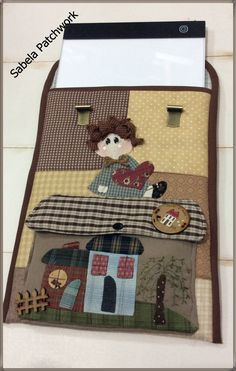 Pasar nuestros dibujos a la tela y llevar nuestra pantalla bien protegida Patchwork Bags, Quilted Bag, Country Crafts, Love Sewing, Fabric Crafts, Purses And Bags, Diy And Crafts, Sewing Patterns, Patches
