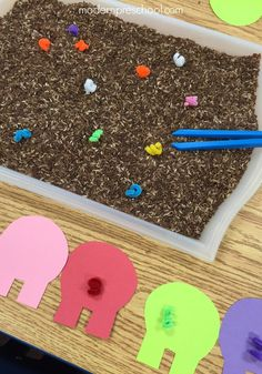Help the pigs on the farm find their tails in the mud!  Simple fine motor color matching activity for preschoolers from Modern Preschool!                                                                                                                                                                                 More